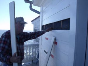 Photo by Tony Pasek Al prepares siding for replacement.